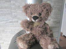 Strickanleitung für einen süßen Bär in Felloptik, mit beweglichen Armen und Beinen, ca. 40 cm groß