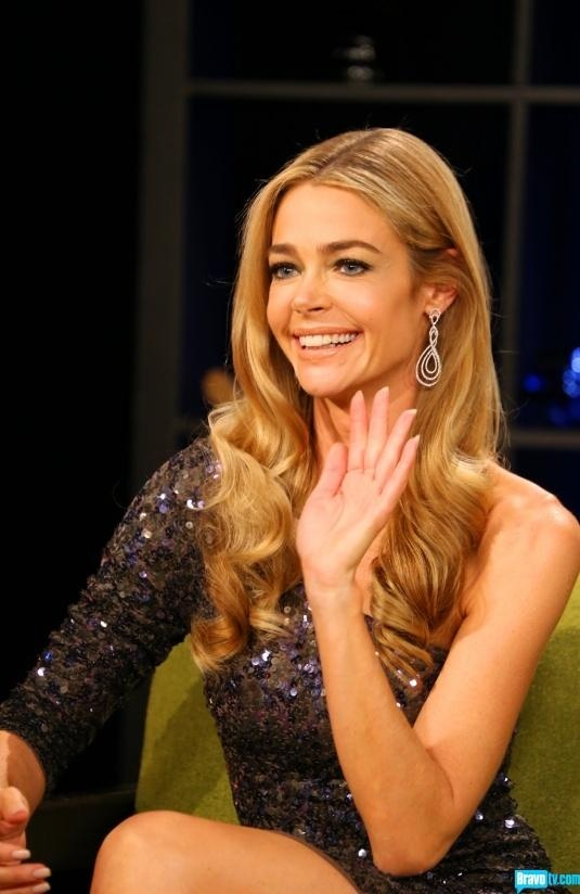 Denise Richards hair color and retro waves drop earrings