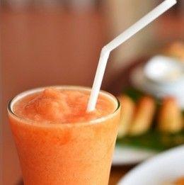 Ovocno-mliečny smoothie: mandľové mlieko/čokoláda/banán