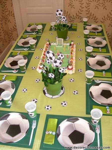 Ayer fue el noveno cumpleaños de Benjamin. Como le encanta el futbol y ademas estamos en fechas de la Eurocopa , Esther, su madre, decidio...