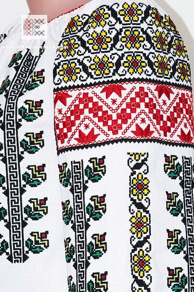 embroidery detail of the Romanian peasant blouse from Moldavia - www.RomanianBlouses.com - worldwide shipping