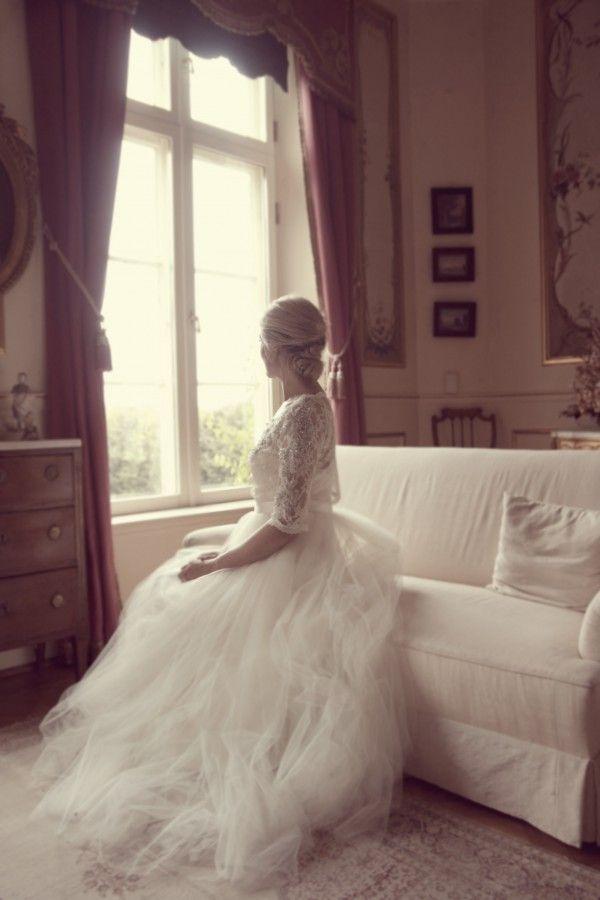 Published on Swedish wedding blog: www.dittbrollop.se / photography: Jennys perspektiv / Ida Sjöstedt / weddingdress / vintage bride / lace