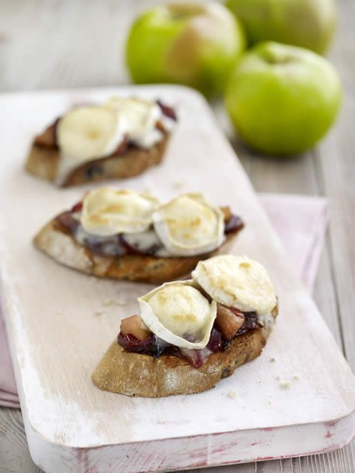 Spicy Bramley Apple, Goats' Cheese and Cranberry Bruschetta http://www.bramleyapples.co.uk/bramley-apples-recipes/