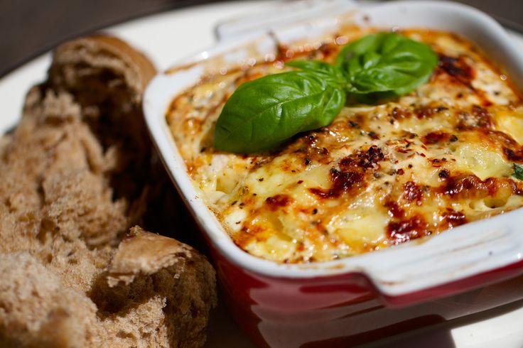 Во Франции омлет считают «королем завтраков».  В отличие от классического приготовления омлета в сковороде, мы предлагаем вам рецепт как приготовить омлет с ветчиной и овощами в духовке.   #jamadvice #джемсоветов #омлет #завтрак