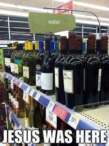 foto?Jesus convirtio el agua en vino, omg.❤️
