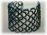 ELEKTRA fekete hajócsipke karkötő kék gyöngyökkel / tatted beaded bracelet