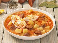 Savanyú krumplileves kolbásszal és tojással