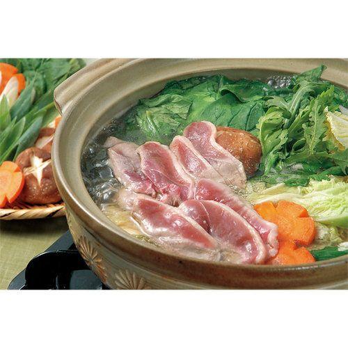 自然飼育の但馬鴨肉と山芋をいれた絶品鴨つくねを、鴨ガラ仕立ての特製ダシで上品な鴨鍋がお楽しみいただけます。鍋のシメは、なめらかな杵つき餅を入れてお召し上がりください。(3~4人前)