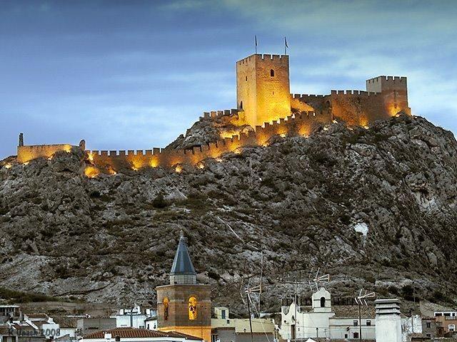 CASTLES OF SPAIN - Castillo de Sax (Alicante). El origen de la fortaleza es almohade.  Ramón Folch vizconde de Cardona intentó conquistarla, sin éxito, en 1239, pero fueron los caballeros de la Orden de Calatrava, los que la tomaron a finales de ese mismo año. Por convenio fue transferida a Alfonso X de Castilla. Integrada en el señorío de Villena hasta  1480, que fue incorporado a la Corona de Castilla por los Reyes Católicos.