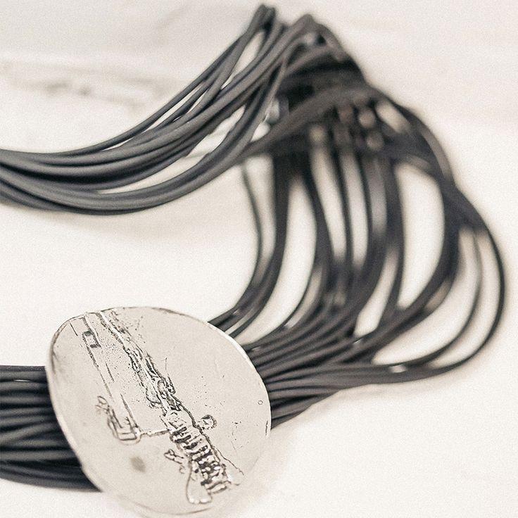Tapis Rouge 2016. Collier Chiaroscuro (PVC, étain) === 2016 Tapis Rouge. Chiaroscuro necklace (PVC, pewter)