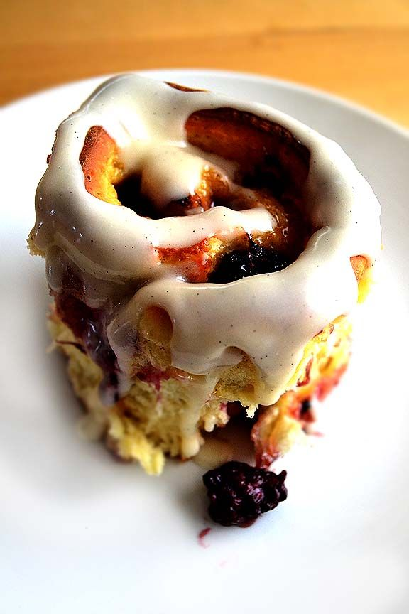 Lemon Blackberry Sticky Buns..oh my goodnessCinnamon Bunblackberrylemon, Sour Cream, Blackberries Sweets, Cinnamon Buns, Lemon Blackberries, Eggs Cups, Sticky Buns, Blackberries Sticky, Food Daily