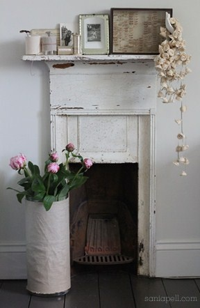 Perfectly simple small mantle: Small Fireplaces Mantles, Perfect Simple, Small Bedrooms, Small Mantles, Bedrooms Mantles, Shabby Chic, Faux Fireplaces Mantels, Mantels Ideas, Simple Small