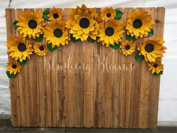 Sunflower  Paper Flowers for a fall theme birthday party  Girasoles en Papel. Paper Flower Backdrops https://m.facebook.com/BlushingBLoomsByAR/