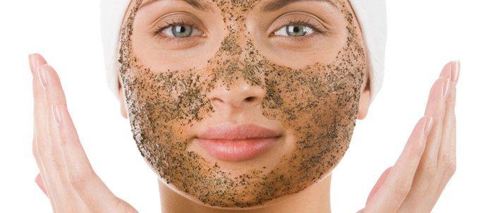A nő egyik legtöbbet elmondó ékszere a bőre. Vigyázni kell rá, ápolni, szeretni kell. Illetve érdemes, mert sokszorosan meghálálja és, mert nagyon jó érzés benne élni, ha törődünk vele.