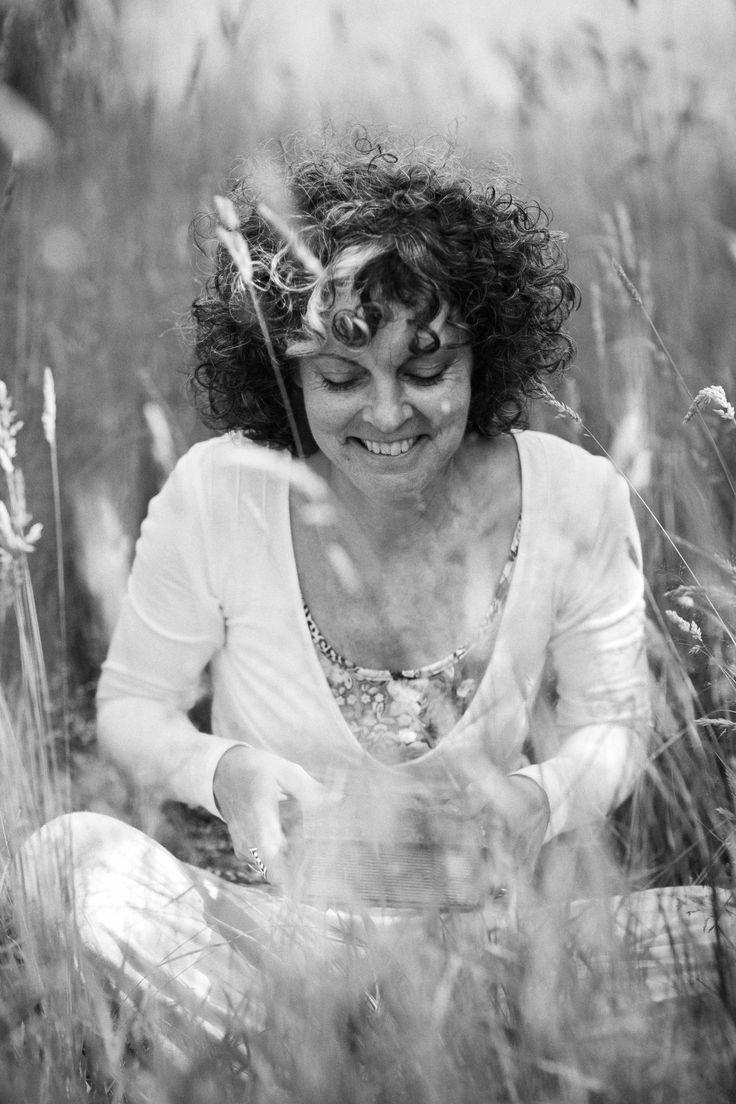 Jeannette Monshouwer. Kindertolk | Universitair docent | Kunstenaar Ik maak kinderen zichtbaar door ons perspectief te verbreden. www.zielsveel.nu