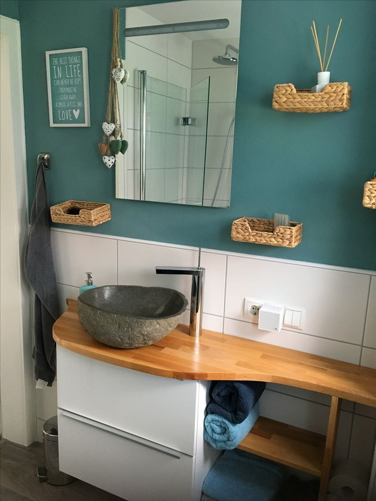 kleines Bad mit DIY Waschtisch mit Natursteinwaschbecken ...