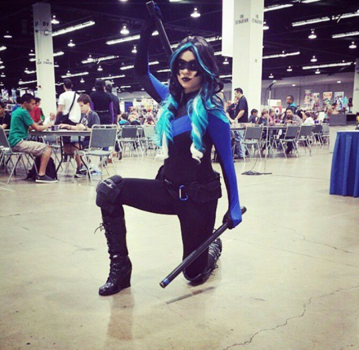 Major props to the most amazing Fem Nightwing cosplay! It is stunning!