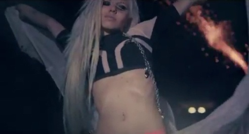 "Kerli Koiv wearing Bohemian Society in her video ""the Lucky ones"""