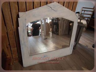 TE KOOP | BROCANT ASPECT Antieke spiegel, gerestaureerd en gerestyled. EUR39  Te bezichtigen bij Nessy's Way, Grote Spuistraat 11, Dordrecht