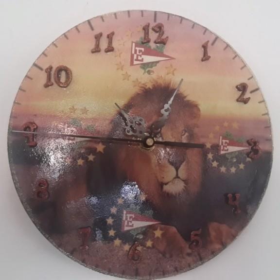 reloj en fibrofacil- hacemos con el diseño que quieran.