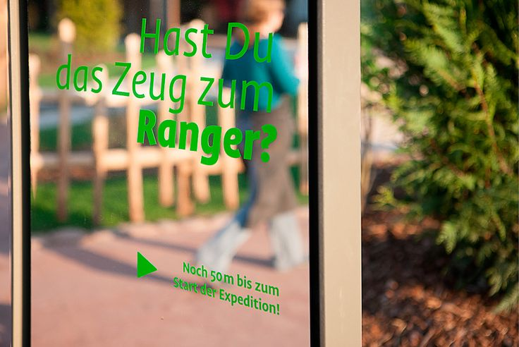 stories within architecture / Döberitzer Heide Leitsystem / Spiegelstelen dienen den Besuchern als Leitsystem