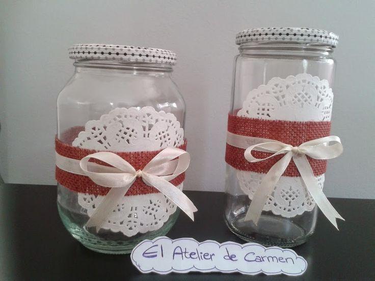 con muy poquitos materiales podemos decorar los tarros de cristal y usarlos como parte de la