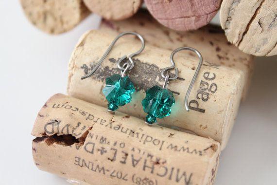 Hypoallergenic Ears Emerald Clover Niobium Earrings by ArgyleSugar