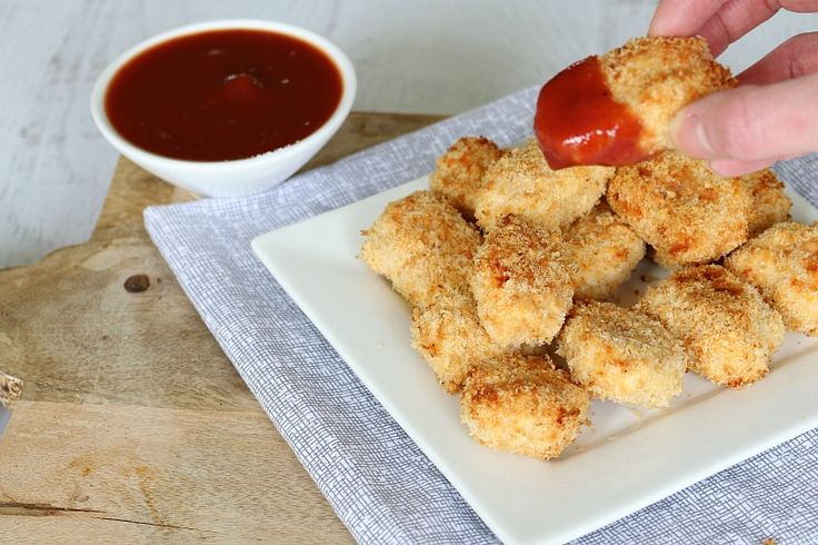 If you've never made your own Homemade Chicken Nuggets in the Thermomix, you've GOT to try this recipe. I get asked for it all the time - it's that good! Oven-baked so they're way healthier than the usual chicken nuggets you get. #chicken #nuggets #homemade #kidfriendly #recipes #snacks #partyfood #thermomix