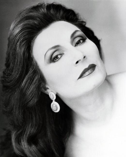 Rocío Jurado (Chipiona, Cádiz, 18 de septiembre de 19461 2 - Alcobendas, La Moraleja, Madrid, 1 de junio de 2006)