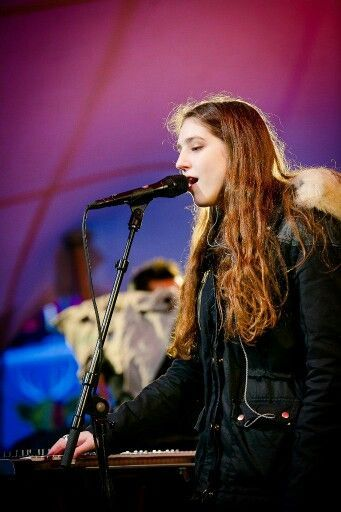 ♡♥Birdy sings and uses a keyboard - click on pic to see a