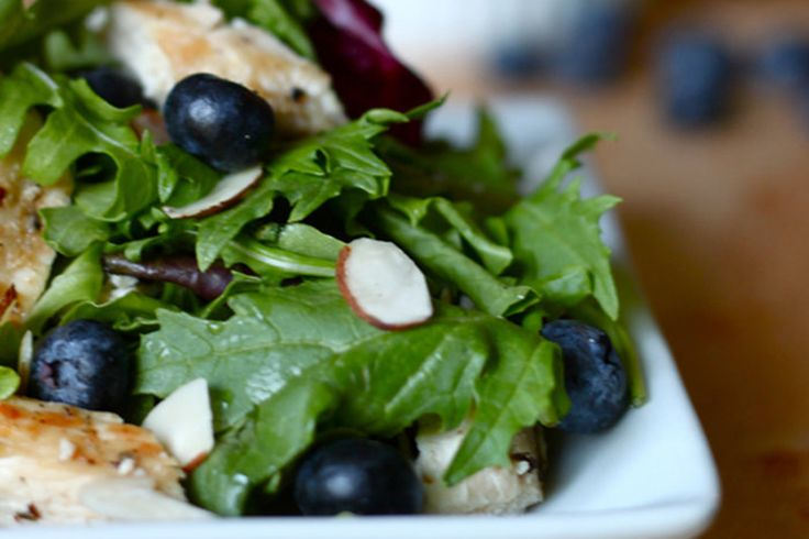 Tired of the same old grilled chicken salads for lunch? Brighten up your boring greens with this Grilled Chicken and Blueberry Salad!