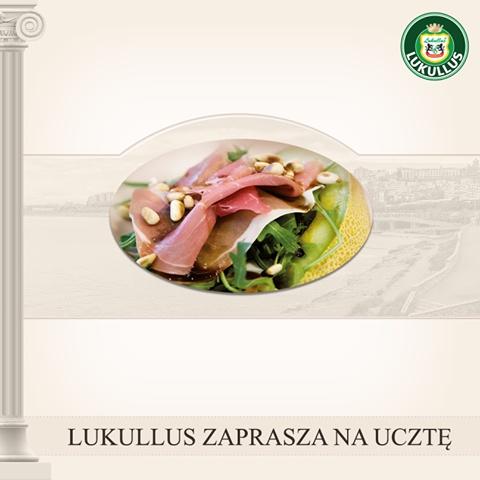 Lukullus zaprasza na Ucztę!   Spośród niezwykle suto zastawionego stołu biesiadnego, każdy znajdzie swój ulubiony kawałek mięsa