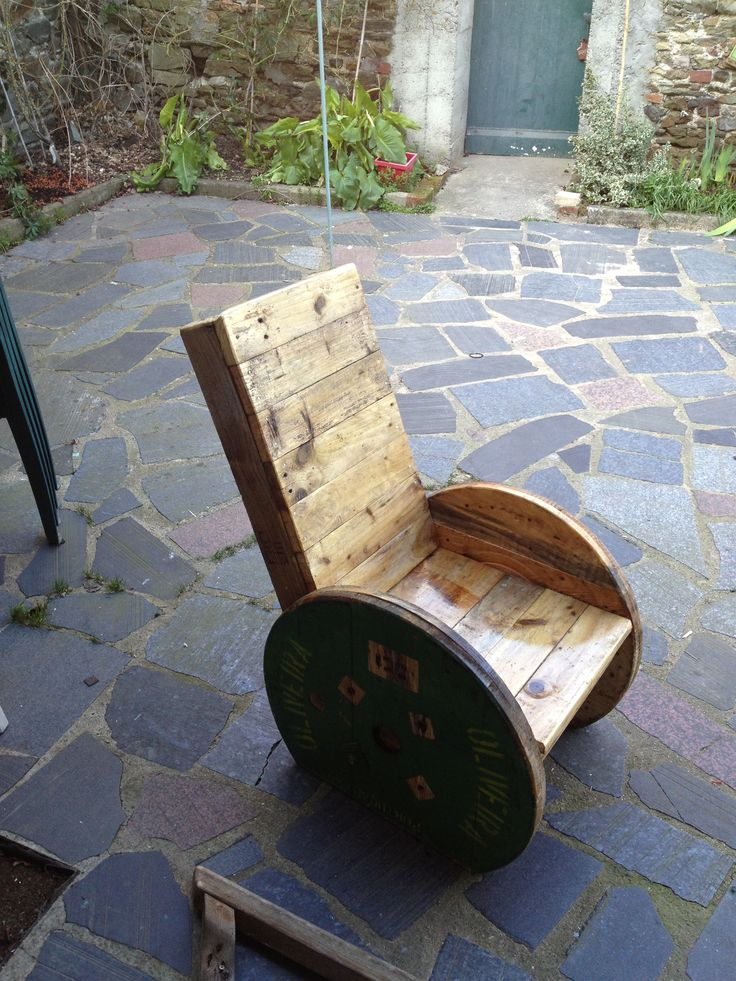 Upcycled Pallet And Reel Into Armchair Sillones Exterior