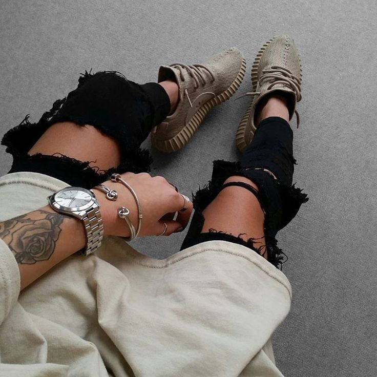 """Basic shirt beige: @blvckd0pe.clothing"""
