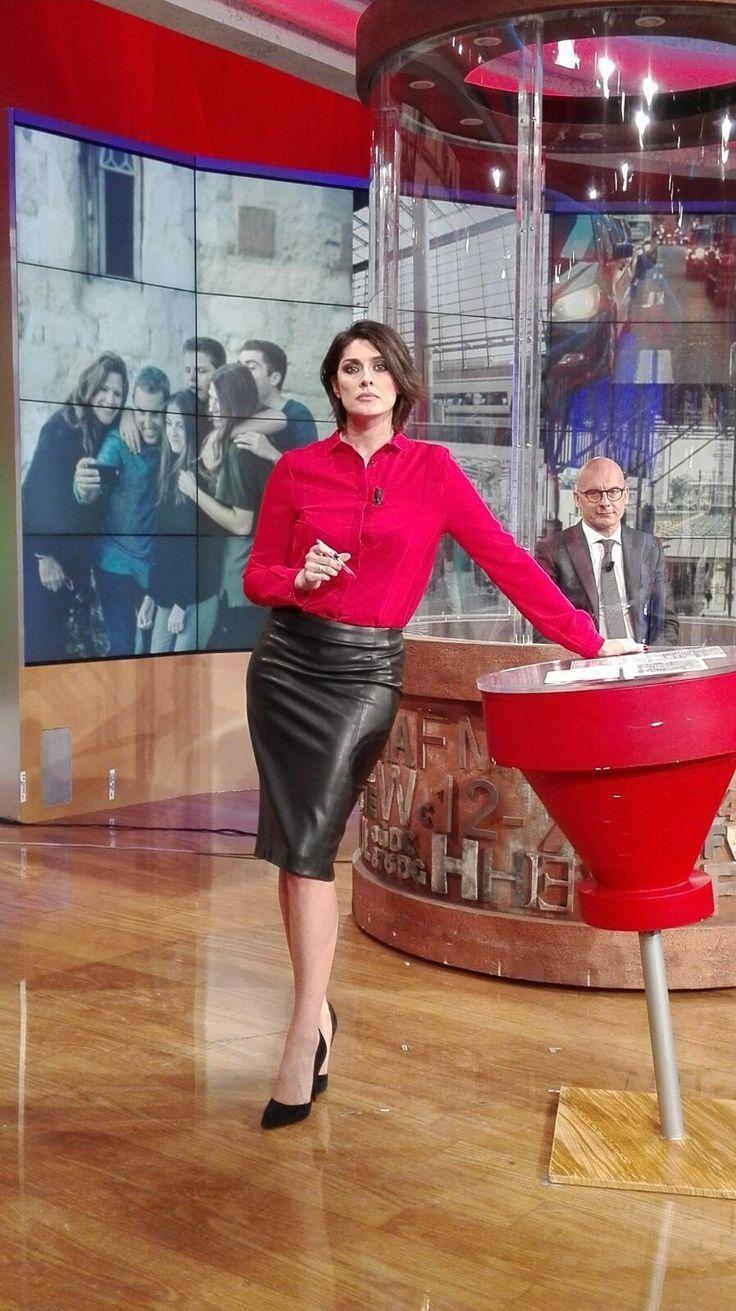 News lady black leather skirt