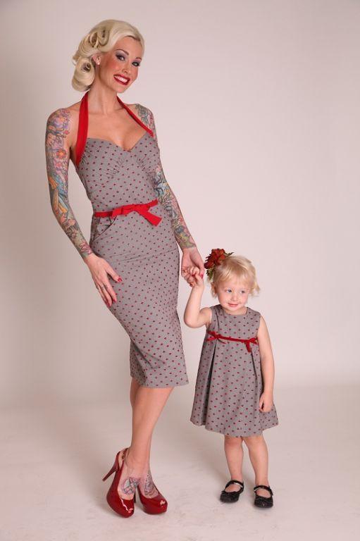 La robe Ancre dos nu | ROBES PIN UP ATTITUDE : Jetez l'ancre sur cette délicieuse robe dos nu taillée dans un superbe tissu imprimé de petites ancres rouges! Venez voir sa mini version dans la catégorie Enfants! http://www.pinupattitude.com/gamme.htm?products_name=La+robe%20Ancre%20dos%20nu_id=1#  #robe #vintage #oldschool #rock #pinup #attitude #retro #50s #rockabilly #glam #bettiepage #ancre