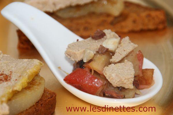 Le foie gras est l'indétrônable grande star de la période de fêtes de fin d'année. Il est présent dans les assiettes en plat principal, en entrée ou à l'apéritif en verrine, cuillère ou comme ici sur un élégant toast façon tapas espagnol. Vous pouvez présenter ces tapas en entrée (3...