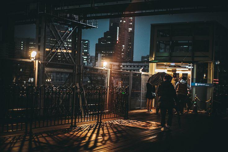 https://flic.kr/p/25ckkAe   서울역 광장 [Seoul Station square] KOREA   X-Pro2 7artisans 35mm F1.2