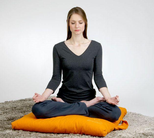 die besten 25 meditationskissen ideen auf pinterest yoga kissen yogakissen selber machen und. Black Bedroom Furniture Sets. Home Design Ideas