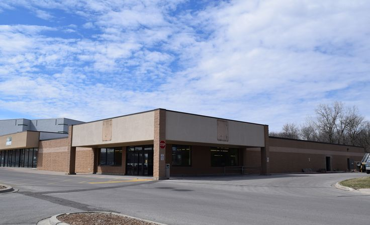 The former Aldi building off Duff Avenue. Jethro's Barbecue will expand into this building and open in July. Photo by Dan Mika/Ames Tribune http://www.amestrib.com/news/20170321/jethro8217s-confirms-expansion-to-ames