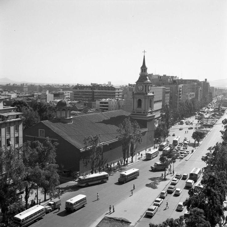 Santiago. Panorámica de Alameda Las Delicias. Iglesia de San Francisco