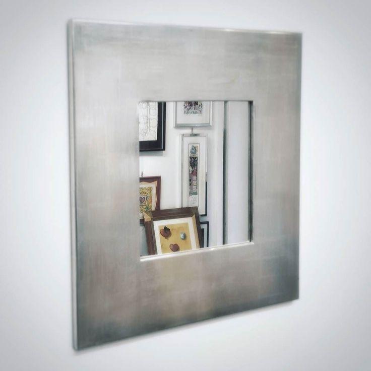 Specchiera Flat.  Una delle nostre specchiere più richieste in foglia argento.  #specchio #specchiera #ateliercornici #cornici #corniciaio #mirror #customframes #furnituredesign