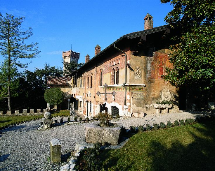 La facciata della casa museo del Podestà a Lonato, sul Lago di Garda