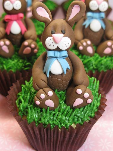 I doubt I could be this creative, but I could do the grass and put a chocolate bunny or Peeps or candy eggs on it.
