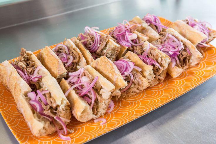 aprenda a fazer um sanduba de porco desfiado em menos de 2 minutos