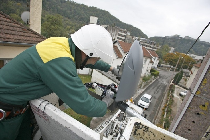 MAITRISE DE L'ENERGIE  Depuis de nombreuses années la Ville de Besançon développe une politique environnementale et énergétique auprès des différents acteurs du territoire et de chaque citoyen.  http://www.besancon.fr/index.php?p=1361