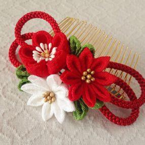 〈つまみ細工〉梅と小菊と江戸打ち紐のコーム(赤)の画像