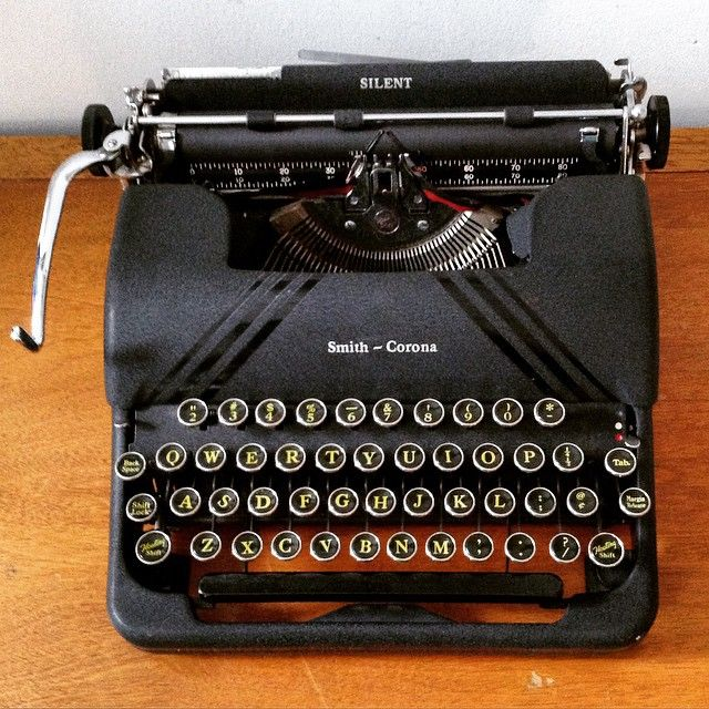 """""""Smith Corona Silent  Restored vintage and antique typewriters for sale at trunksandtravels.etsy.com  We ship everywhere ✈️ Follow for typewriter photos…"""""""