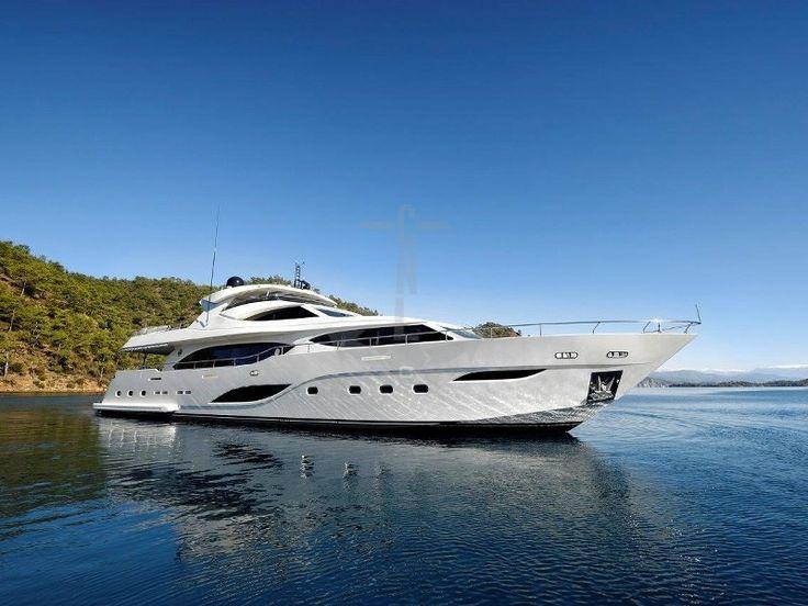 Y | CNL Yacht