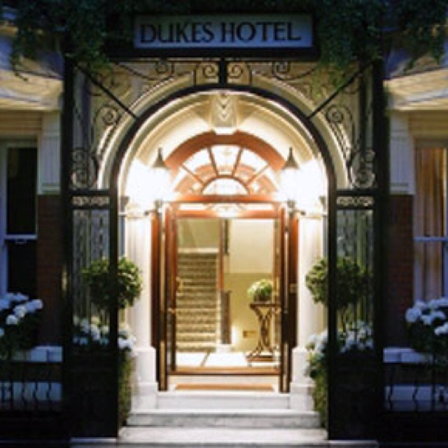"""Demographic-Online's #2012  guide explores Dukes Hotel - one of the most elite addresses in London and its iconic martini bar provided the inspiration behind the famous James Bond """"shaken not stirred"""" line - wp.me/p2f7i3-36"""